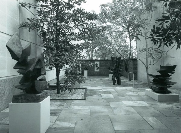 The former courtyard with exhibition of outdoor sculpture by Alicia Penalba, 1966